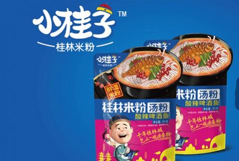 千年桂林城-小桂子桂林米粉-铁锅炒料,慢火煨汤